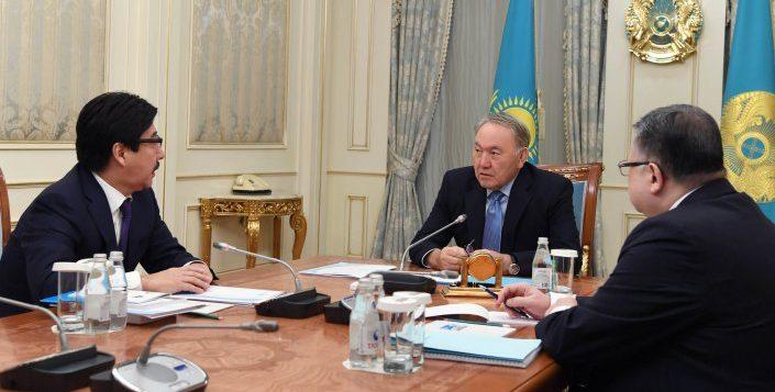 Назарбаев ҚазҰУ ректорымен кездесті